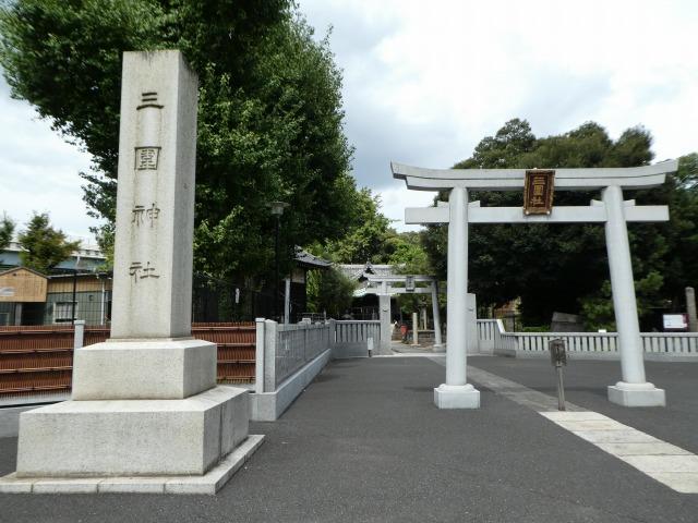 三囲神社1